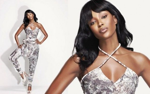 Naomi Campbell wows in white #celebrity #style #fashion