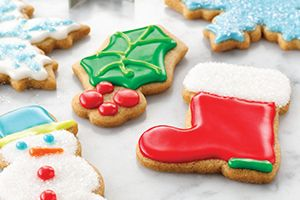 With a pinch of cinnamon and nutmeg, these holiday-inspired cookies are sure to be enjoyed by both children and adults alike. @DinnerByDesign
