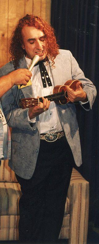 Tiny Tim (nacido como Herbert Khaury; 12 de abril de 1932 en Nueva York, Nueva York, Estados Unidos - 30 de noviembre de 1996 en Minneapolis, Minnesota, Estados Unidos) fue un cantante y vocalista, compositor, cantautor, cronista y trovador. Artista estrafalario que hacía uso de trajes y corbatas de colores y acompañado de un ukelele e interpretaba canciones antiguas en su inconfundible voz de falsete/vibrato.