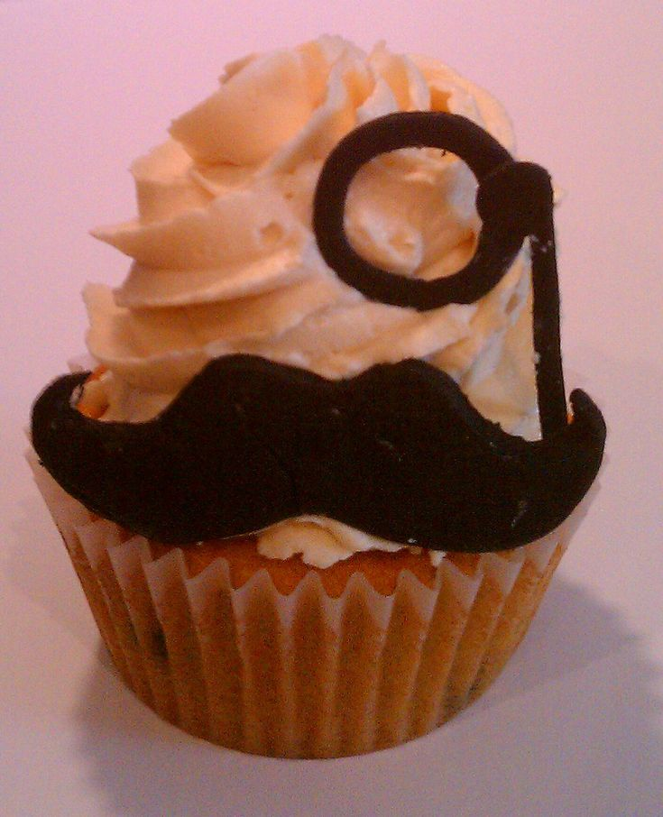 Shock and Awe Sweets ( @Bendrix ) -MOUSTACHE!!! Yes.... that is a cupcake.