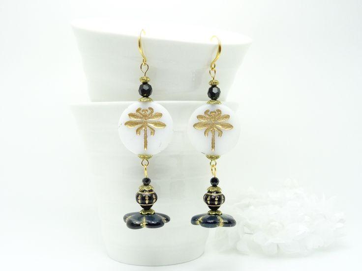 Boucles d'oreilles Libellules dorées en perles de verre Tchèque blanc, noir, Cristal Swarovski noir, Laiton doré satiné : Boucles d'oreille par madely