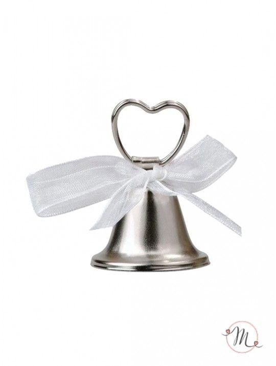 Campanella Tirabaci. Queste campanelline argentate in lamina di ferro con batacchio suonante, sono abbellite da un fiocchetto di organza bianco e da una pinzetta a forma di cuore in cima. E' in questo cuoricino che va incastrato il bigliettino con i nomi degli invitati. La campanellina tirabaci ha anche una seconda funzione oltre a quella di segnaposto: quella di richiedere un bacio degli sposi durante la cerimonia. Ordine minimo 12 pezzi e multipli di 12.Altezza: 5 cm. Diametro base 3,5 cm