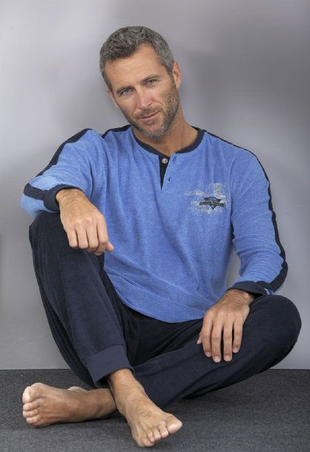 Pijama hombre terciopelo azul Massana, tiene puño en el pantalón