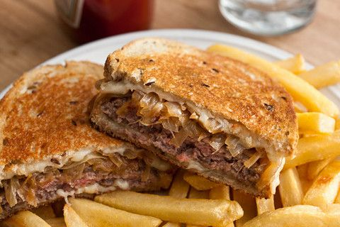 ah, the Patty Melt. this is my diet downfall at any diner, next to the other evil, evil, sandwich, the Reuben. in any case, here's how to make a patty melt at home.