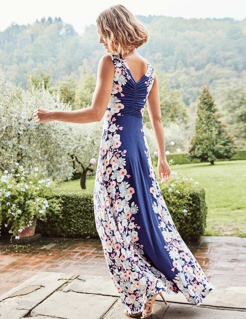 Never settle for 'it'll do' – this elegant maxi dress will make you feel more than just alright. With its flattering ruching on the back, floral pattern and wrap front, it's perfect for those all-important special occasions. All you need now are some wedges and a clutch, and you'll be ready for anything.