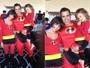 Jessica Alba e família se vestem de personagens de desenho em Halloween
