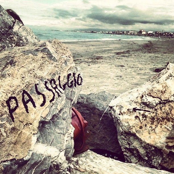 Stamani sul molo di Viareggio ero solo di passaggio by Emanuele Bertuccelli - #emanuelebertuccelli #lovedesign #phoneography #iphoneography #viareggio #photography #instagram #beach #sea