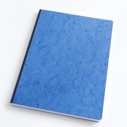 Cahier Clairefontaine A4 bleu : 192 pages de papier à 90g.