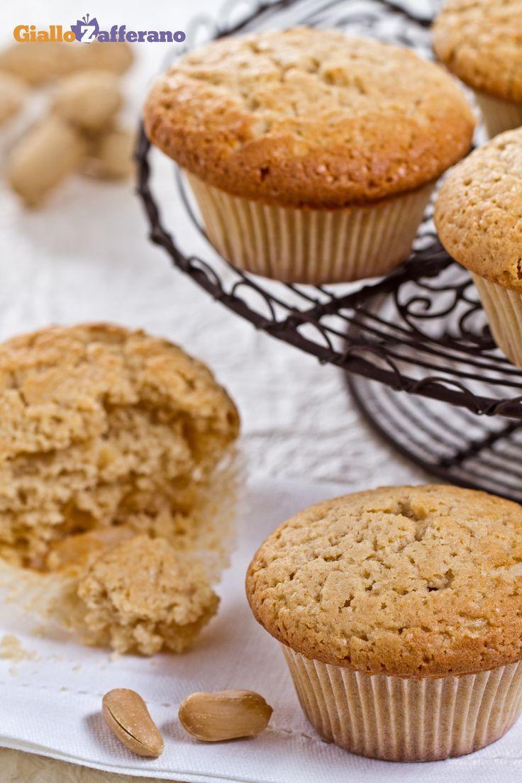 I #muffin al burro di arachidi (peanut butter muffins) sono dei dolcetti morbidi e saporiti, ideali da consumare a colazione o a merenda. #Thanksgivingday #thanksgiving http://speciali.giallozafferano.it/buon-appetito-america