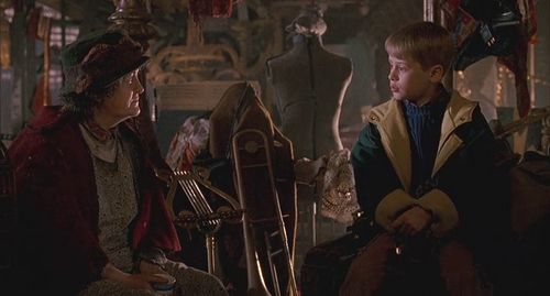 He makes friends with people who aren't his age. | Community Post: Why Kevin McCallister Is Not Your Average Kid