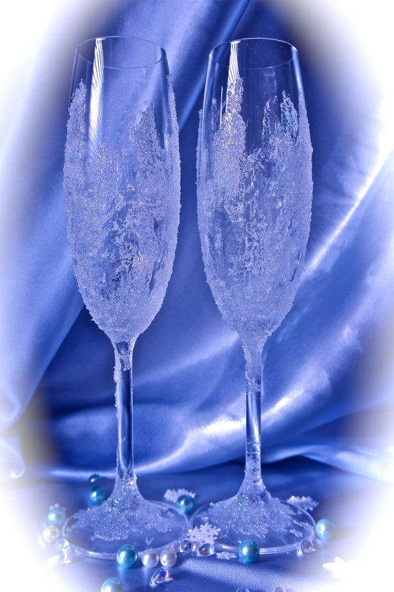 Winter Wonderland Wedding Glasses.Sparkly Champagne by Alantida