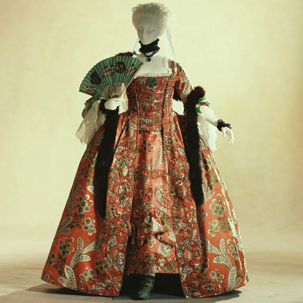 Dress- robe à la française worn with a visible petticoat, full back, corset, pannier, and stomacher. Made in France 1760 using 1750 material, most likely made of silk.