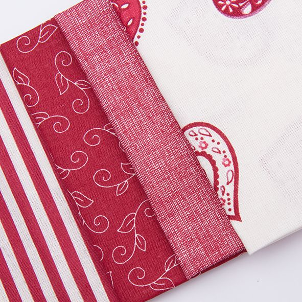 Balíček látek malý srdce bordo 4 x 28 cm x 32cm