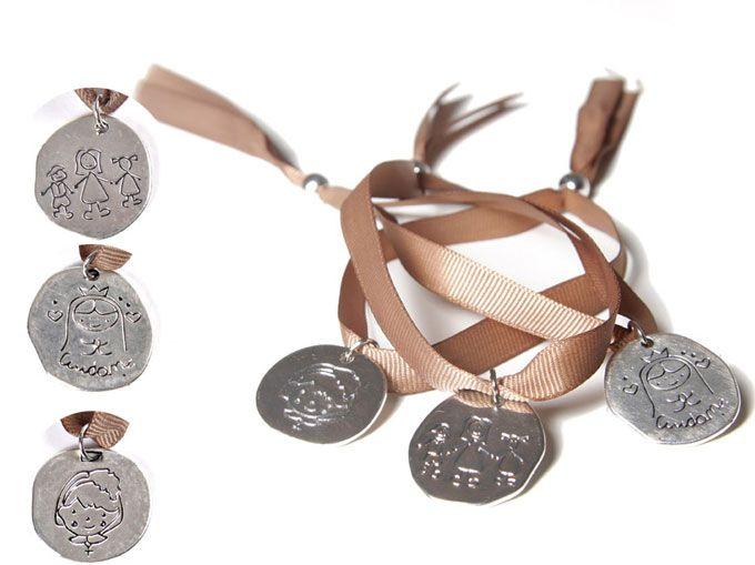 Cosas43, detalles y regalos para los invitados, boda, comunión y bautizo, regalos infantiles Pulsera con chapa metal en bolsa organdí y tarjeta [06-33016] - Regalos para los invitados.Pulsera con chapa en metal.Se presenta en bolsa organdí con tarjeta personalizada, nombre y fecha del evento.Medida cinta: 34 x 1cm Medida medalla: 2,6 x 2, 4 cm