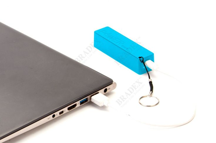 Аккумулятор портативный «БРЕЛОК» АРТИКУЛ: SU 0037 Все современные смартфоны с огромными яркими экранами имеют одну общую слабость: при таком тонком и компактном размере просто не остается места на батарею, способную обеспечить активное пользование устройством.  Портативный аккумулятор «БРЕЛОК» продлит жизнь заряда Вашего телефона без доступа к электросети!  • Устройство выполнено в виде небольшого брелка, который Вы всегда сможете носить с собой, и способно полностью зарядить любой…