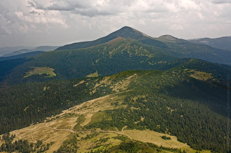 Hoverla, Carpathian mts / Вид на Говерлу с Петроса, Карпаты.