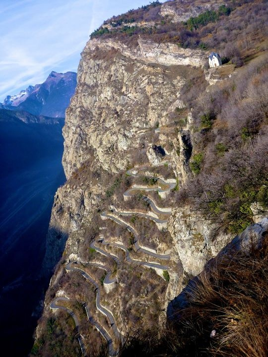 Lacets de Montvernier: Cycling Inspiration, Bendi Roads, Cycling Landscape, Curves Roads, Amazing Roads, Travel Bike, Cervical, Awesome Climbing, Roads Cycling