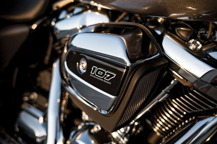 The new #milwaukeeeight engine from Harley-Davidson for 2017