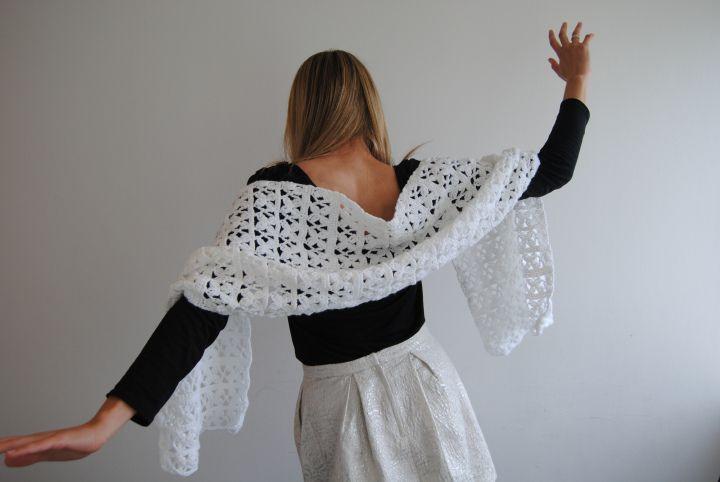Pattern: Bridal Crochet Shawl (in Danish, with illustration)