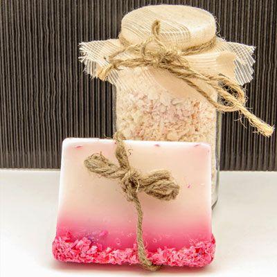 Seife herstellen - Seifen-Rezept: Handgemachte Seife mit getrockneten Blüten