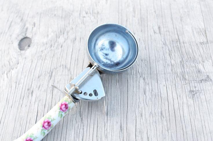 antique ice cream scoop - enamel, floral, vintage, ice cream, serving, victorian, flowers, circa 1930 by GracieBlueAntique on Etsy https://www.etsy.com/listing/221120643/antique-ice-cream-scoop-enamel-floral