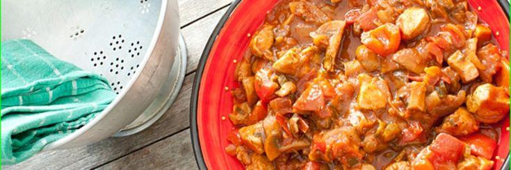 Voor goulash gebruik je vaak lekker zacht rundvlees. Het nadeel is alleen dat dit uren op moet staan en helaas heb je hier niet altijd tijd voor. Daarom vandaag de snelle variant met kip!