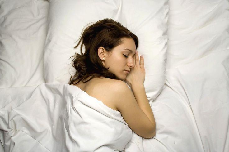 Dormir avec le surmatelas rafraichissant et chauffant Climsom permet au dormeur d'adopter un sommeil apaisé http://www.climsom.com/fra/ClimsomShopHP.php?SCT=CLI&UNV=ESS&PNS=1