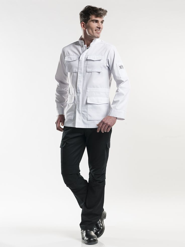 #285 Chef Jacket Parka White - The Parka comes with many handy pockets. This jacket unites fashion and workwear, and has the functionality of a chef's jacket. This parka is sturdy and robust, while at the same time it radiates the image of a professional master chef. This white version has a finely woven herringbone texture, giving the jacket a classy look.  Tailored Fit Zip-fastening Various pockets