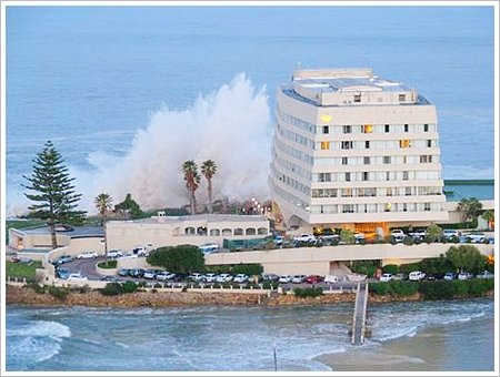 Huge waves at the Beacon Island Hotel, Plettenberg Bay