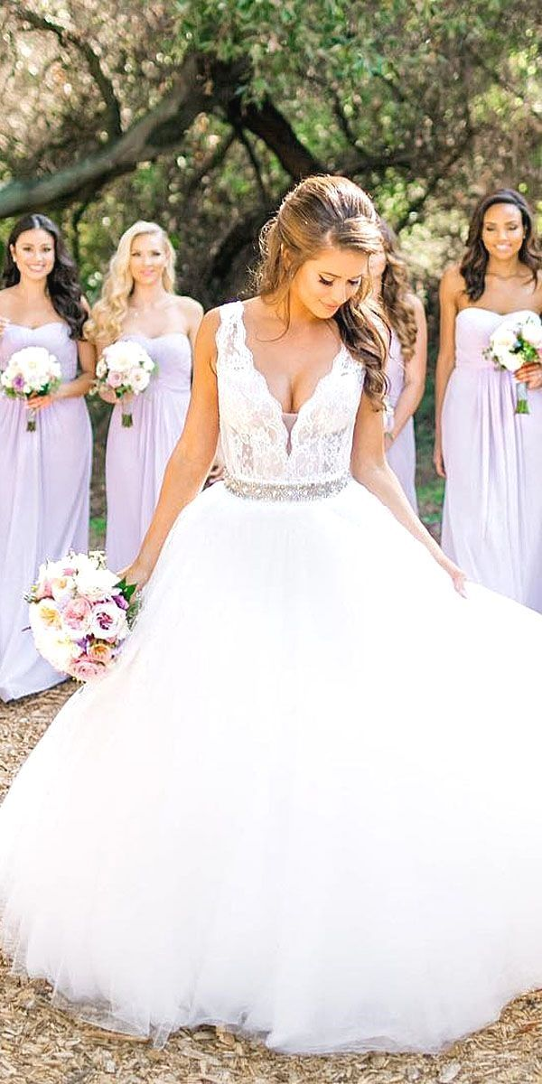 White Wedding Dress All Brides Want To Find Themselves Having The Most Appropriate Wedding Cerem Ball Gowns Wedding Beach Wedding Gown Ball Gown Wedding Dress