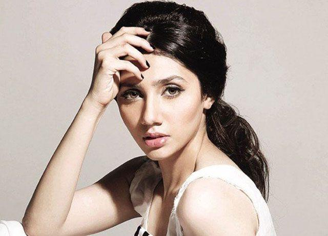 ممبئی (ہاٹ لائن ) پاکستانی اداکارہ ماہرہ خان کی خوبصورتی کے چرچے بولی وڈ سے نکل کر اب بھارت کی فیشن
