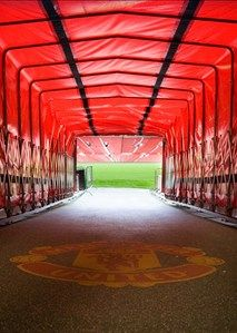 Manchester United Museum and Stadium Tour. The Museum & Tour Centre opens 7 days a week at 09:30 through to 17:00. The 70 minute (approx.) Stadium Tours run seven days a week from 09:40 to 16:30 except on match days and during the olympic events (up to 7th August)