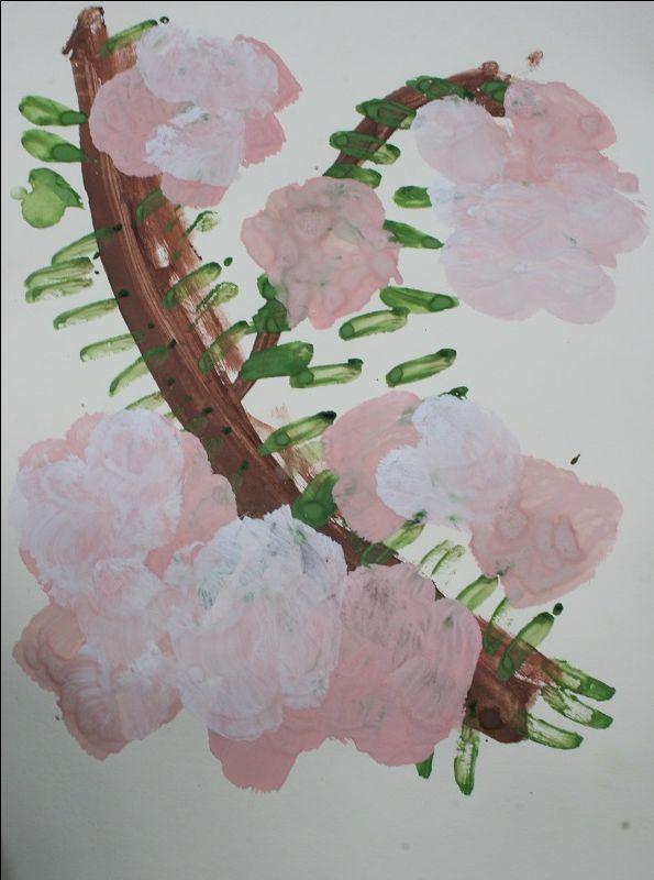 Ветка яблони в цвету.  Рисунок ребенка 4-х лет.