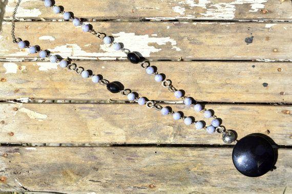 Collana a rosario con resine vintage e ciondolo di EtVoilaBijoux