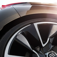 Right from the first glance, Citroën DS4 asserts its place in the heart of the distinctive DS line, recently inaugurated with Citroën DS3. This name has a sense, it guarantees refinement and distinction. It represents Citroën's creativity and its technological approach to car engineering.
