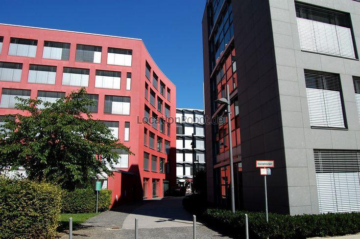 Der Gewerbepark integriert sich in ein Stadtquartier das eine Gesamtgröße von 47,1 Hektar aufweist. Auf dem ehemaligen Münchner Messegelände entstand eine moderne Mischansiedlung von Gewerbe- und ... https://www.locationrobot.de/filmlocation-muenchen-gewerbepark-lr1648-li152