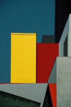 Franco Fontana's gorgeous buildingscape with saturated colors.