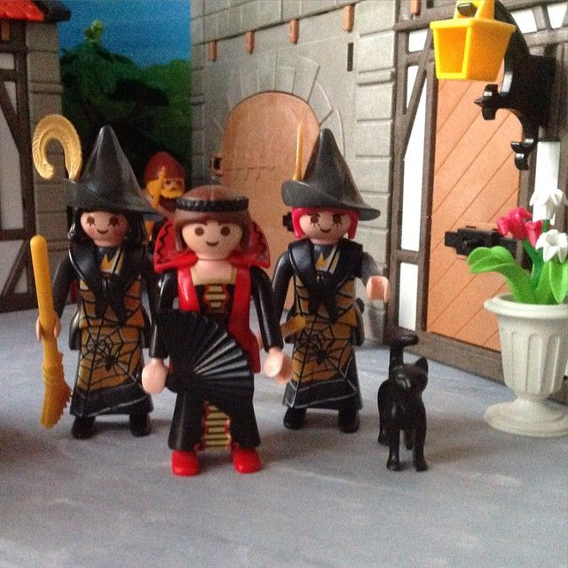 Madam Martha is the leader of the village coven. Unlike the younger witches Mistress Tabitha and Miss Abigail, she does not follow the standard witch attire, and typically does not wear a pointed hat. #coven #villagelife #witch #playmobil #MdmMartha #forest_village #MissAbigail #MistressTabitha