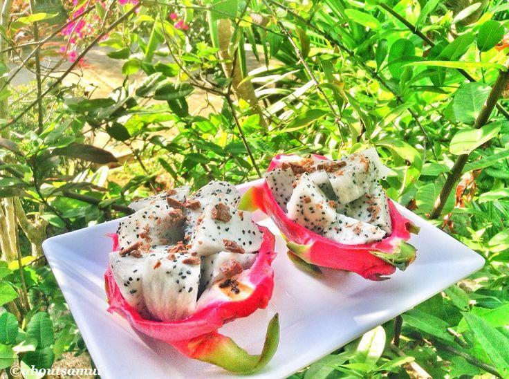 Драгонфруты под шоколадной крошкой на залитой солнцем веранде - мой идеальный завтрак