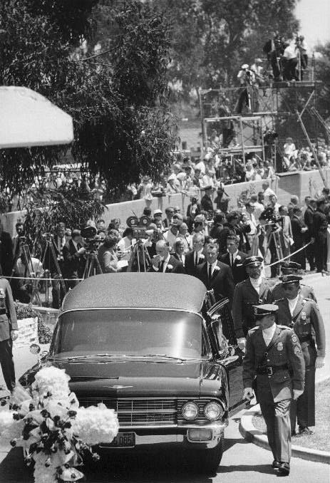 "Marilyn Monroe's Funeral  Westwood Memorial Cemetery, Los Angeles, Wednesday, August 8, 1962. Sad Fact:  Marilyn was set to remarry DiMaggio right before her death, actually the day of her funeral was to have been the date of her re-marriage to Joe.  He's quoted as saying,  ""instead of kissing you at the altar, I kissed you in your casket.""  SO SAD!"