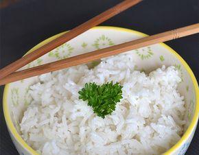 Wanneer je een pittig Aziatisch gerecht op tafel zet, is een zachte tegenhanger altijd welkom. Kokosrijst is hier een voorbeeld van.