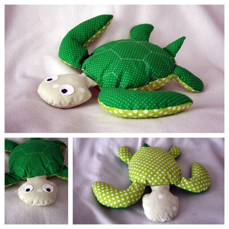 Un nouvel animal a vu le jour pour le tapis à histoire de Petit Poisson blanc. Il s'agit de la tortue verte. Elle n'est pas aussi réussie que j'aurais souh