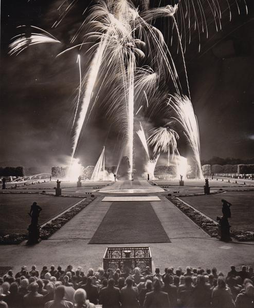 """HANNOVER HERRENHÄUSER GÄRTEN Tradition Feuerwerk: """"Königliche Spiele"""" lockten 1959 die Hannoveraner in die Gärten."""