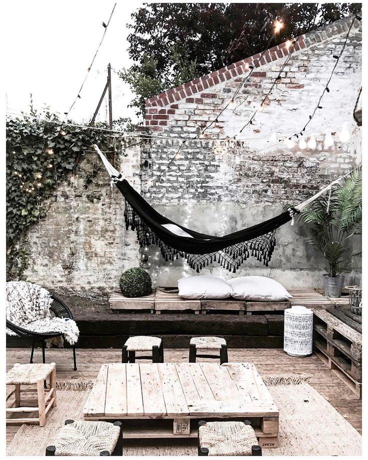 6,413 vind-ik-leuks, 88 reacties - J U S T I N E (@noeudsjustine) op Instagram: 'Cosy place ☁️☀️manque les banquettes #noeudsjustinehome'