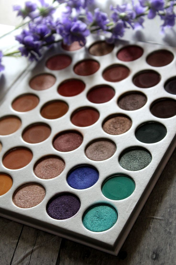 Morphe x Jaclyn Hill Eyeshadow Palette Review  https://maepolzine.com/blog/morphe-x-jaclyn-hill-eyeshadow-palette-review