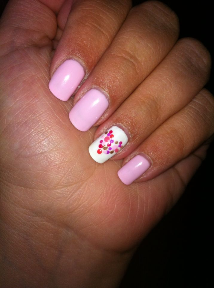 Pastel pink #shellac mani with hand painted dotty heart accent nail