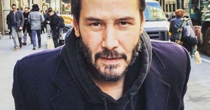 """Az utóbbi években Keanu Reeves inkább az életről alkotott bölcs gondolataival került középpontba. Most is egy újabb üzenet következik tőle, amelyet nemrég a közösségi oldalán tett közzé. Érdemes elgondolkodni azon, amiket mond. """"Nem akarok egy olyan társadalom tagja lenni, ahol a férjek prostituáltként öltöztetik a feleségeiket, kiemelve mindazt, amit szerintük egy nőn értékelni, szeretni kell. Ahol nincs semmilyen hitele a becsület, a méltóság szavaknak, és már nem hiszel senkinek, aki úgy…"""