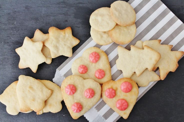 Sugar cookies - perfect recipe for the kids! http://www.onekitchenblog.com/?p=1124