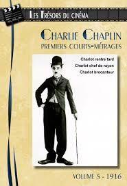 En 1916, après seulement deux ans de carrière, Charlie Chaplin négocie un contrat de 670 000 dollars avec la Mutual Film Corporation pour tourner douze courts-métrages. Une première à Hollywood ! Seul maître à bord, il dispose de son propre studio, d'une totale liberté de création et devient le cinéaste le mieux payé du monde.