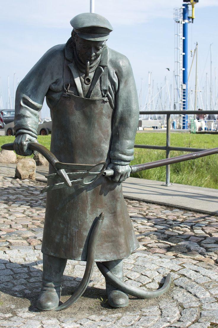 #Maasholm Die Fischerei hat Maasholm geprägt. Und auch heute noch bestimmen Netze, Fischkisten, Kutter und Co. das unverkennbare, maritime Flair eines traditionellen Fischerortes. Von der Tradition des Fisch...